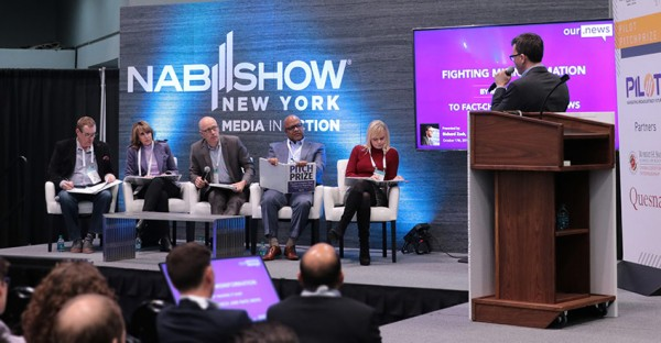 Richard Zack, Founder and CEO, Our.News, pitching to the judges (from the left: Joe Weir, Vice President Digital Media at Cox Media Group; Michele Laven, President of Strategic Partnerships Group at iHeartMedia; Roger Keating, Chief Strategy and Business Development Officer at Hearst Television; Mike Chapman, Managing Director at Accenture Strategy; Lora Dennis, Senior Vice President of Digital Media at NBC Owned Television Stations; )
